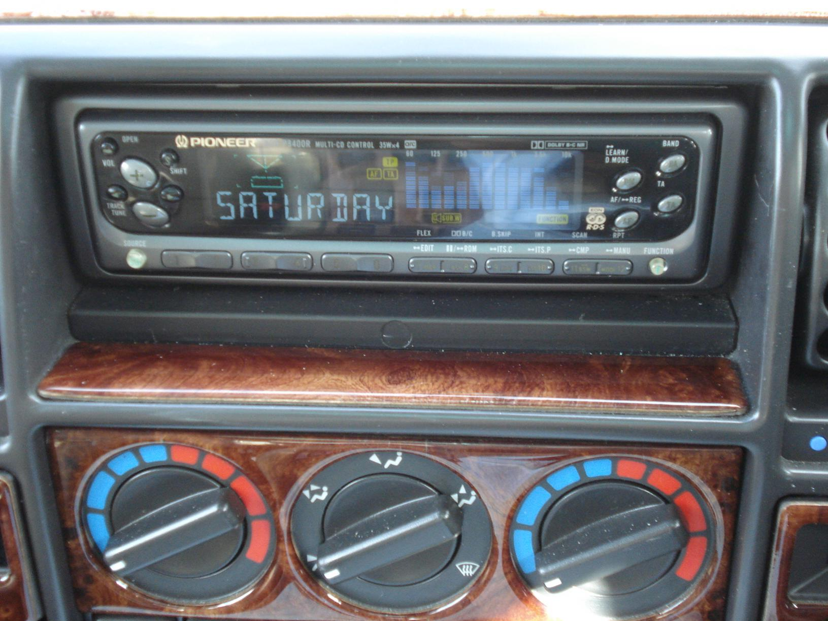 disco 1 aftermarket stereo landyzone land rover forum 012 jpg