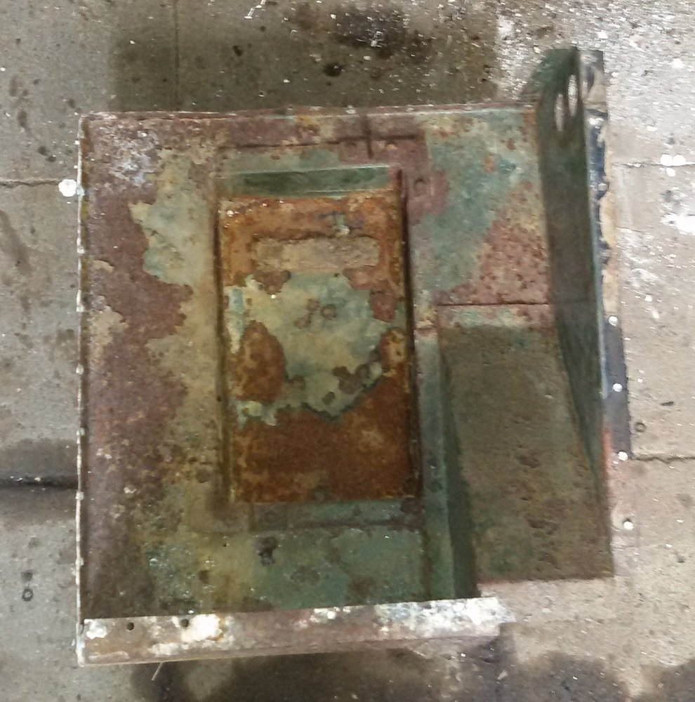 1965 series 2a station wagon battery tray removed from seat tub1.jpg