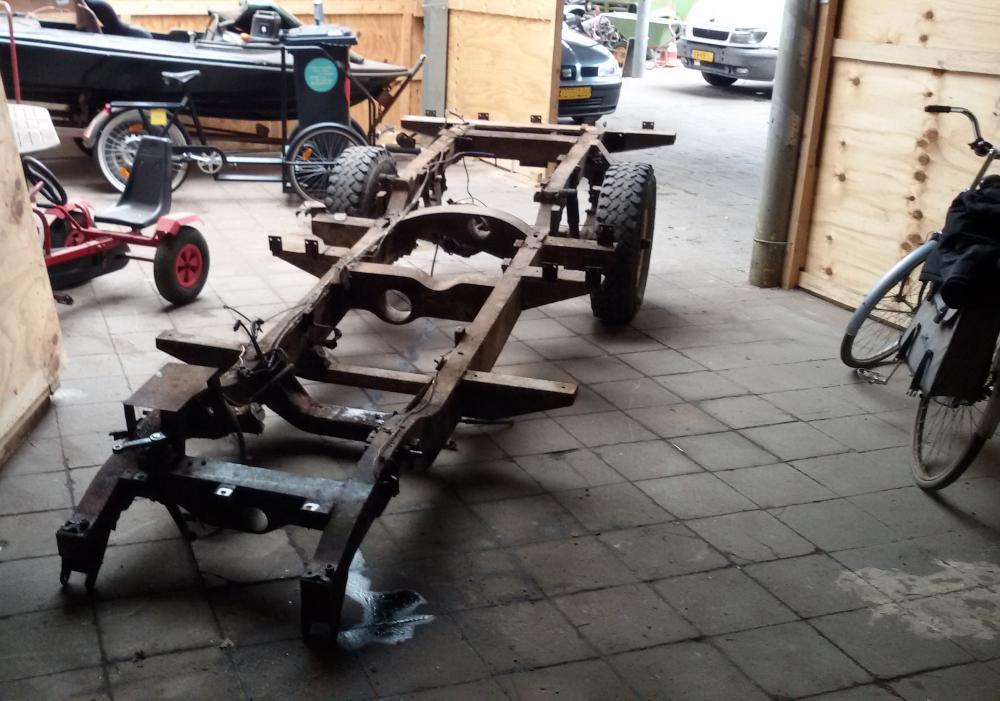 1965 series 2a station wagon front axle removed2.jpg