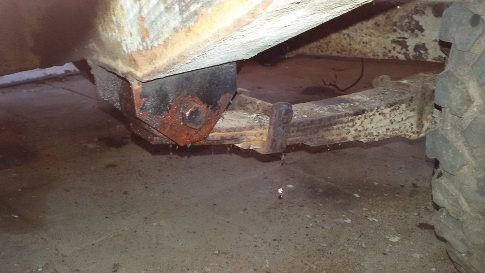 1965 series 2a station wagon front bolts on rear spring stuck.jpg