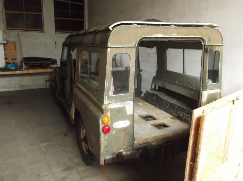 1965 series 2a station wagon got the bloody doors off.JPG