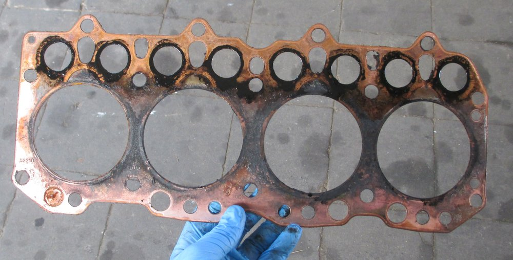 1965 series 2a station wagon head gasket looks pretty new1.JPG