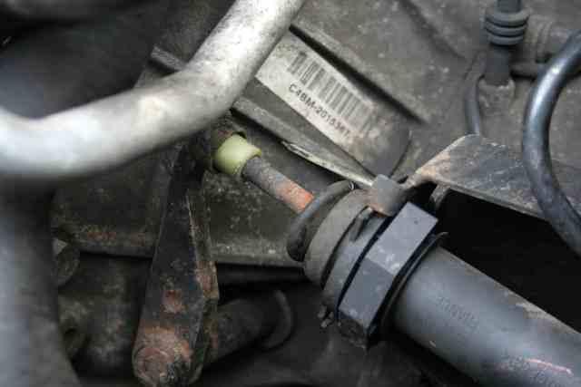 UUU100690 Land Rover Freelander Clutch Release Bracket NOT TD4