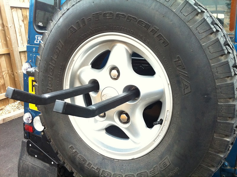 prod rover behind bike pd the pendle landrover car land ball rack
