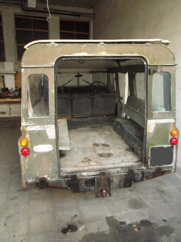 Land Rover series 2a station wagon rear door off.JPG